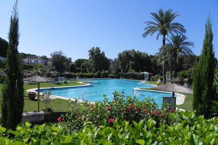 Apartamento con jardín en Marbella