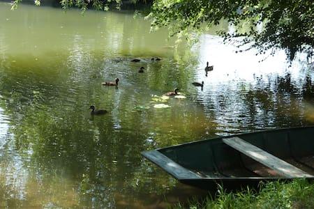 Gite avec barque et canoë - Maison