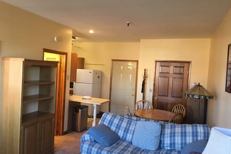 Cozy East Aurora Apartment on Main! - Appartamento