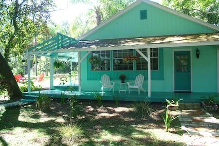 Charming Cottage in Yalaha - Haus