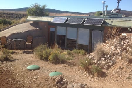 Earthship studio in Greater World. - Erdhaus