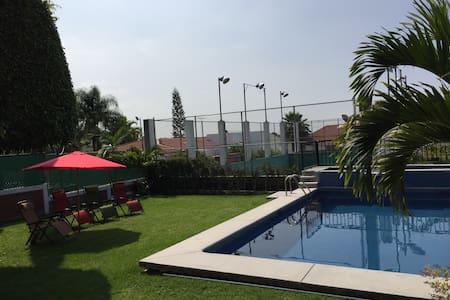 ¡¡¡ Excelente Casa en Lomas de Cocoyoc !!! - Huis