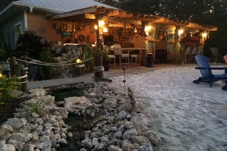 Private Room for 2 w/ Epic Backyard - 푼타 골다(Punta Gorda) - B&B