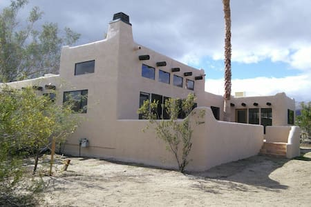 Santa Fe Style Home on Two Acres - Casa