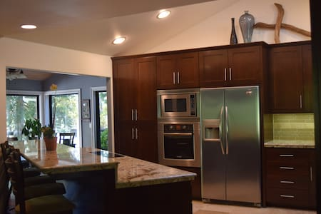 Room type: Entire home/apt Property type: House Accommodates: 10 Bedrooms: 4 Bathrooms: 3