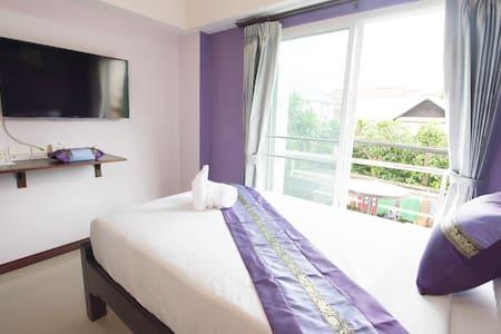Boutique Condo Chinda Hotel - Bed & Breakfast