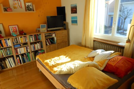 Sunny room (in a house) near city - Zofingen - Bed & Breakfast