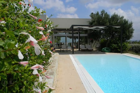 Villa with panoramic views and pool in Crete - Heraclión