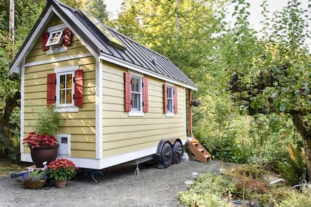 Enjoy a beachfront getaway while trying out tiny living.  The tiny house is nestled in a quiet, rural setting, yet just minutes from downtown Olympia.  Take a walk on the beach, listen to the birds or stargaze from the loft skylight!