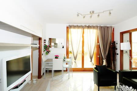 4 STAR**** SUITE and LowCost Price - Wohnung