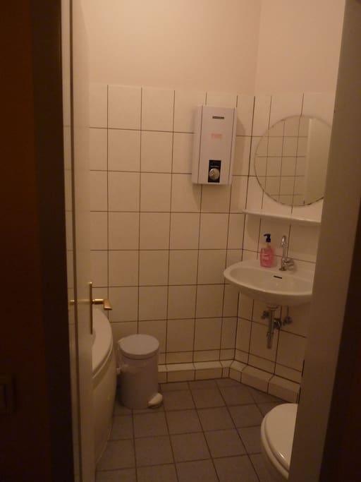 Clean room for 4 in Friedrichshain