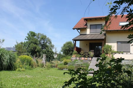 1 or 2 rooms in Quiet House with Garden - Casa
