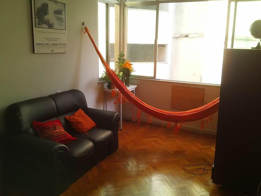 Sala de estar. Living room.