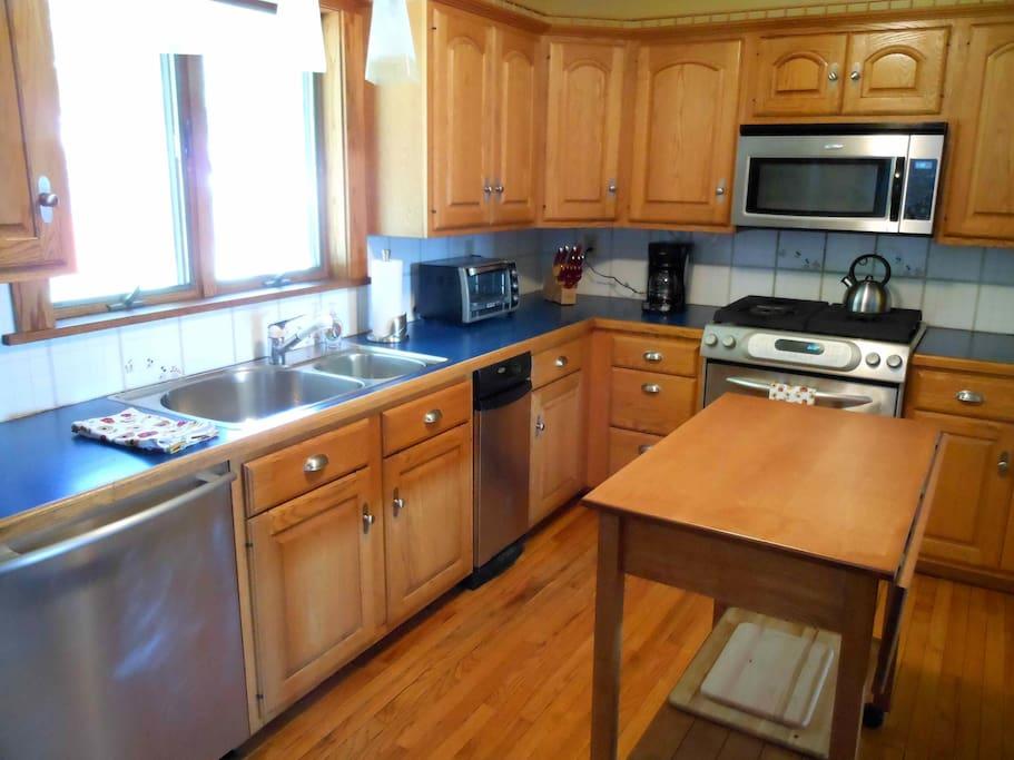 Kitchen - Bright and Cheery