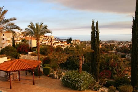 Peyia Apartment with Breath-taking Views & Pool - Peyia - Apartment