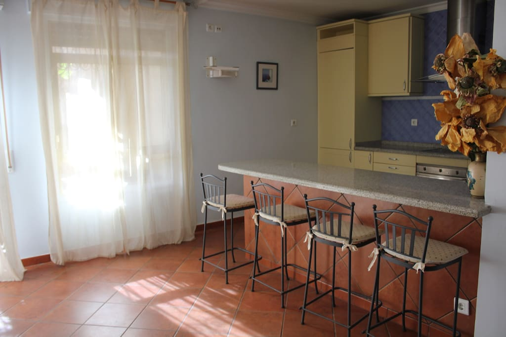 HOUSE FOR RENT  TO 25 MTS. BEACH
