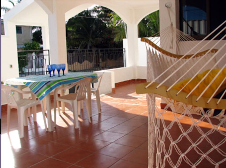 Large shaded terrace with two hammocks!