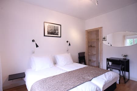 Quiet room in the centre of Leiden - Leida - Bed & Breakfast