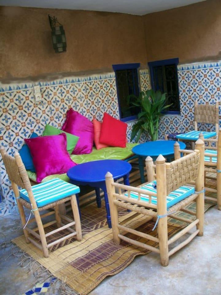Un petit coin du patio ou il est bon d'y prendre son petit déjeuner bercer par le chant des oiseaux