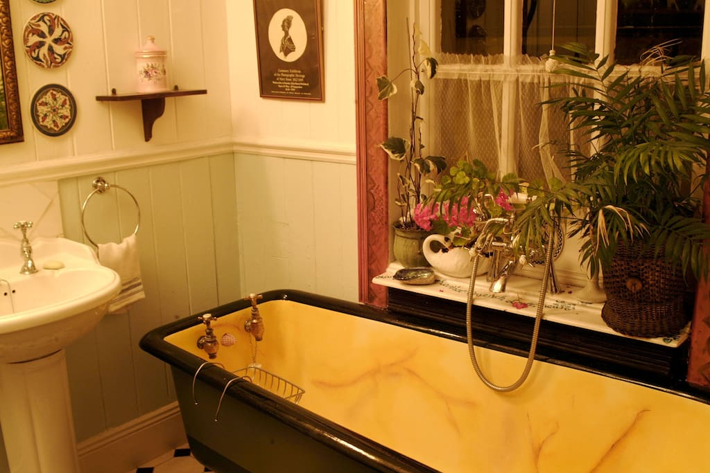 The bath was restored to its original colours, found under the white paint. This was the second bath with running water, installed in a home in Birr in the 19th century.