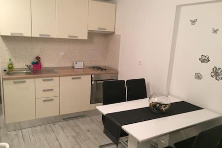 Apartman Leptir Podstrana near by Split - 公寓