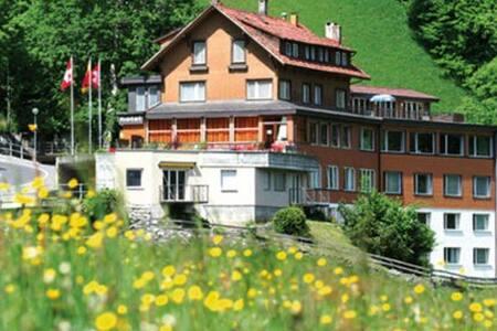Chrigis Gletscherblick Hostel - Wikt i opierunek