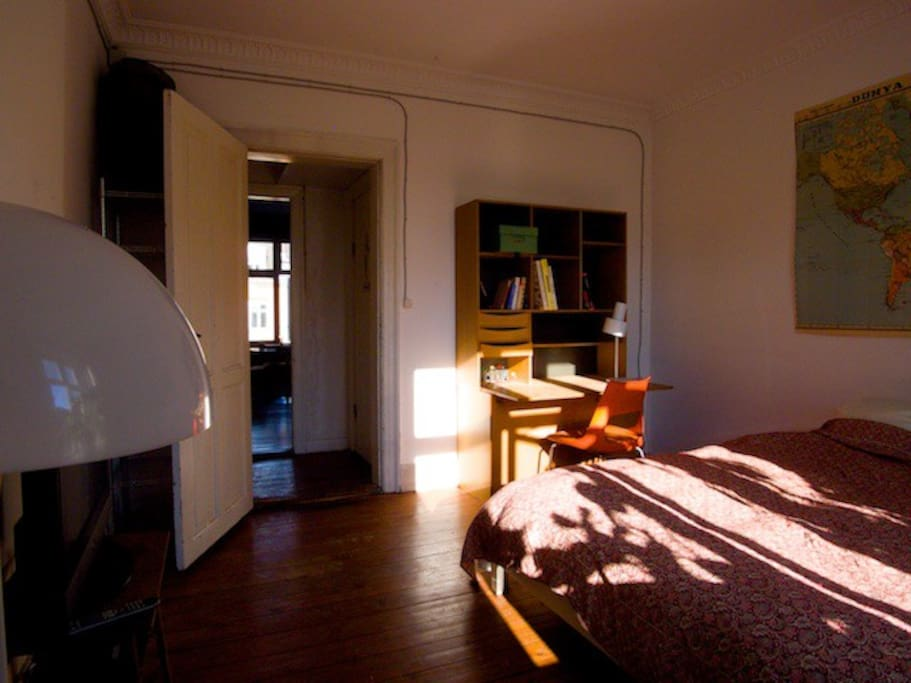 Direct access to bathroom and kitchen. No need to enter the rest of the apartment, as you can use the back door.