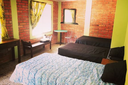 Beautiful room in yoga retreat - Tegucigalpa - Bed & Breakfast