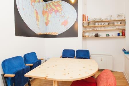 big, bright room in Friedrichshain - Berlin - Wohnung