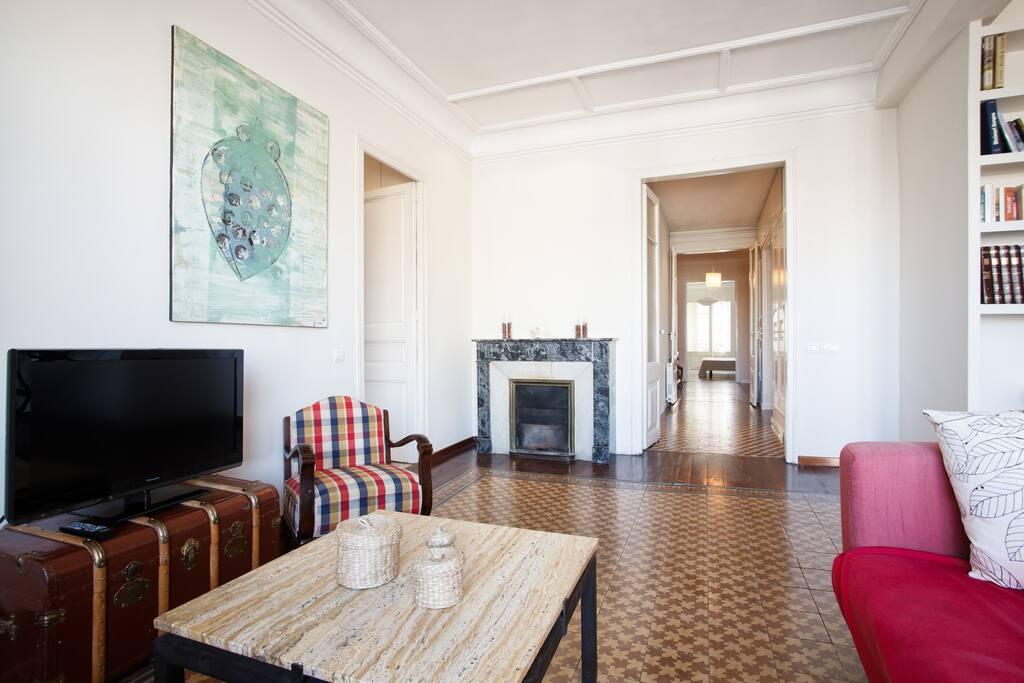 Big beautiful apartment in Gracia