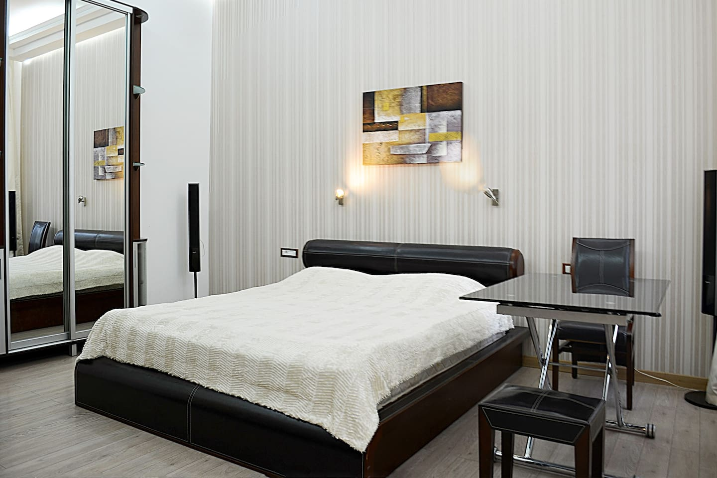 Quiet apartment with a good bed!
