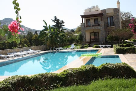3 BEDROOM DETACHED VILLA  (160 m2)  - Villa