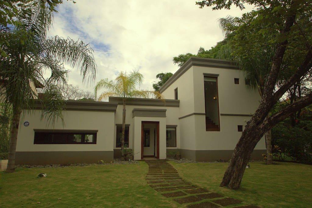 Modern Minimalist private Home