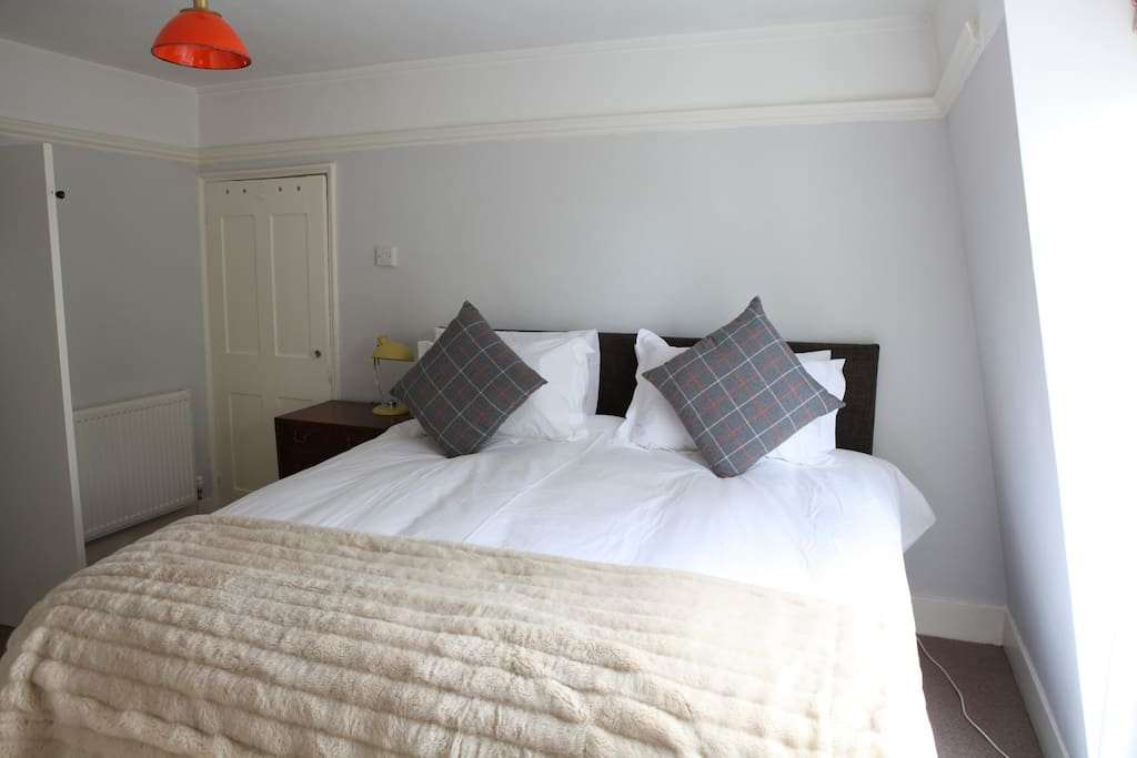 Cosy bedroom with super-king bed (can be made up as twin if preferred)