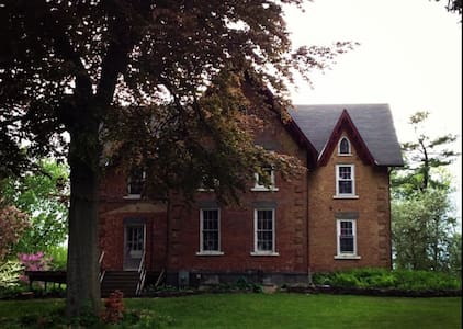 3 bedroom 2 story private apt in Gothic Victorian - Coxsackie - Apartment