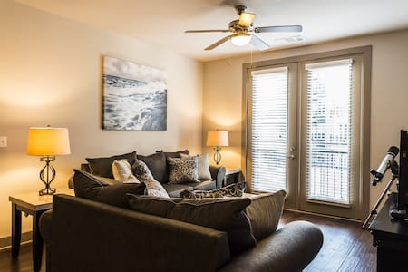 Herndon 2BR/2BA WiFi/2Parking - Apartment