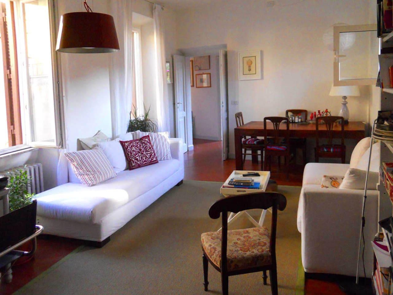 Stylish one bedroom in Trastevere