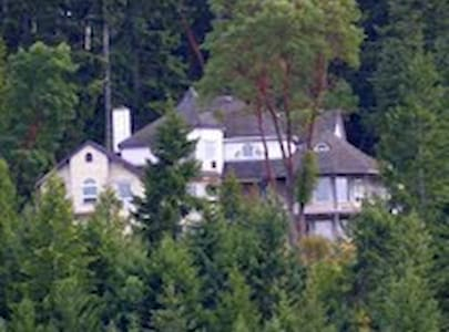 House on a hill  city & ocean views - Parksville - House