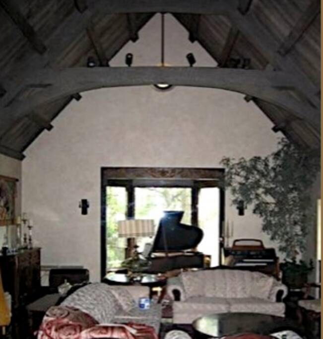 Estate@ROSEBOWL Room with King Bed