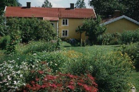 Værelse i hyggeligt & spænnende hus - Haus