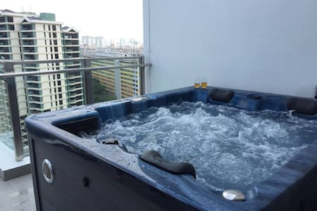 Next to MRT Airport Penthouse with rooftop Jacuzzi - 아파트(콘도미니엄)