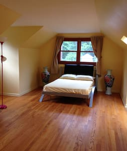 Spacious Private Master Suite in Princeton Home - Princeton