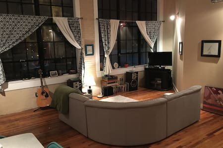 Bright, One Bedroom Apt. Downtown - Appartamento