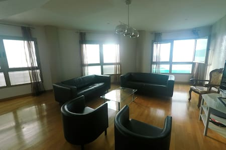 A room in an apartment with a magnificent view - Huoneisto