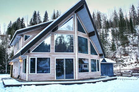 Stoked Powder Chalet: Base of RMR - House