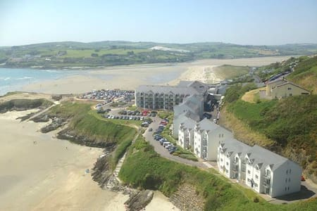 Inchydoney Ground Floor Beachfront Apartment - Pis