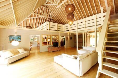 Villa Miki Miki -Beachfront -Moorea 16 pax - Villa