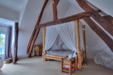 Chambre zen dans maison de charme. - Rumah