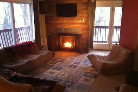 SKI HOUSE Ski in/ski out..Sleep in! - Chalet