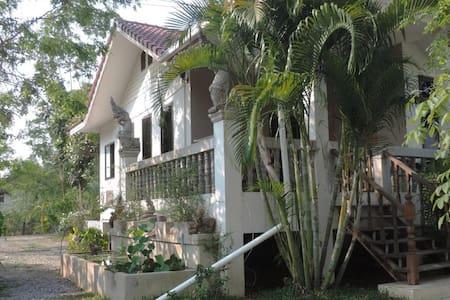 Moon River Resort Phimai # 1 A - Tambon Nai Mueang - 小平房